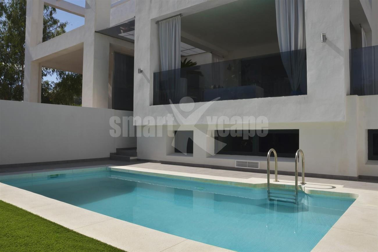 Villa for Sale - 990.000€ - Golden Mile, Costa del Sol - Ref: 5416