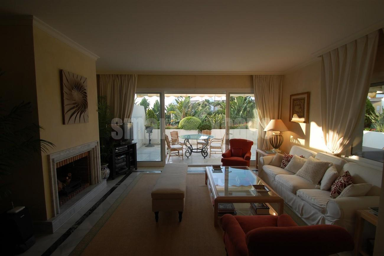 A5504 Beachside apartment Marbella 2 (Large)