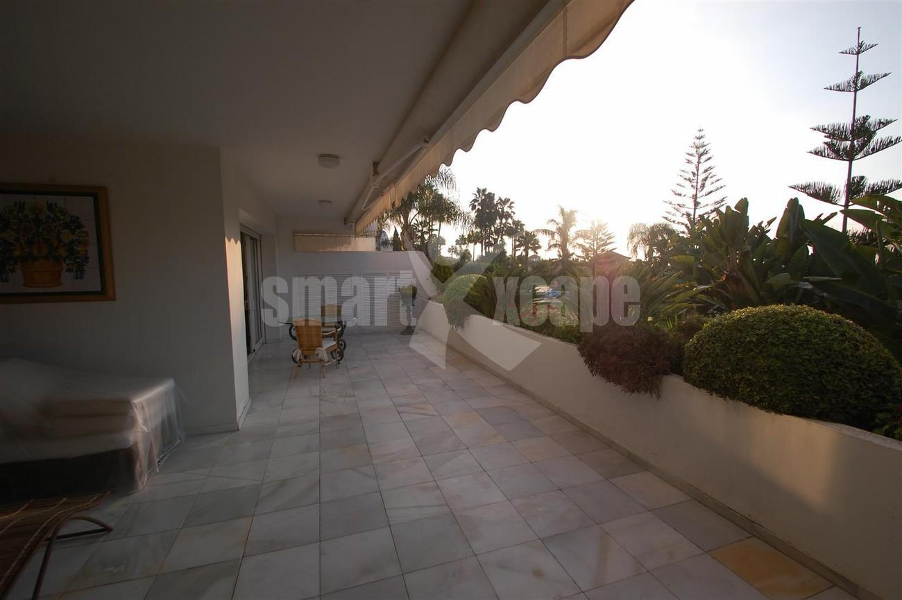 A5504 Beachside apartment Marbella 4 (Large)