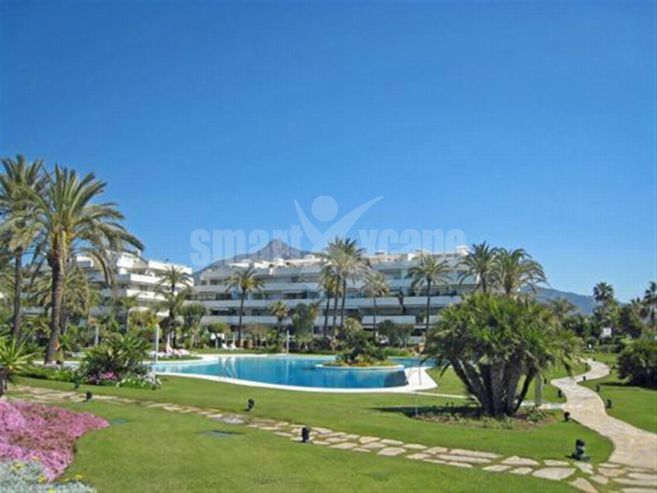 A5591 Frontline beach apartment Puerto Banus 1 (Large)