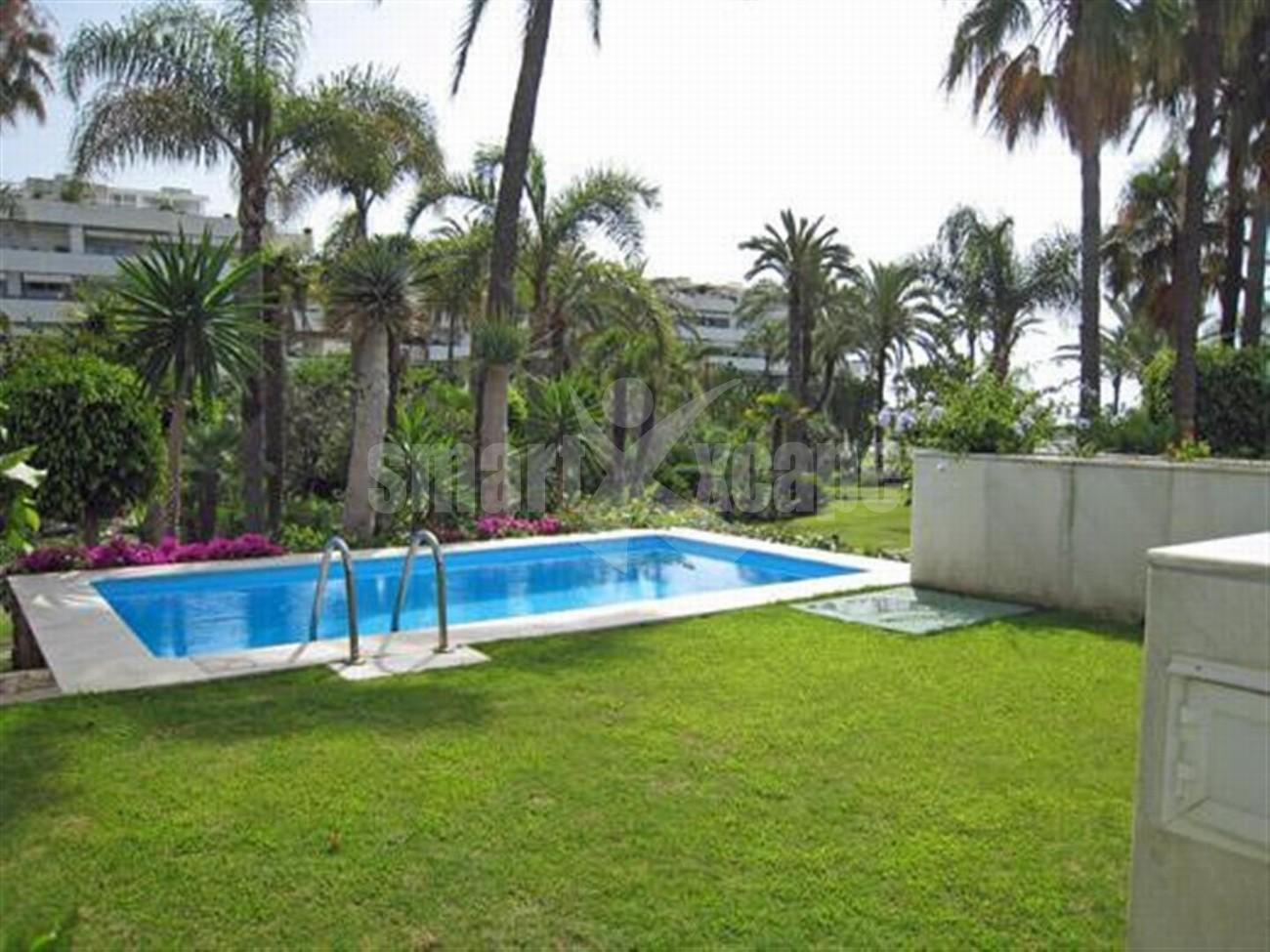 A5591 Frontline beach apartment Puerto Banus 2 (Large)