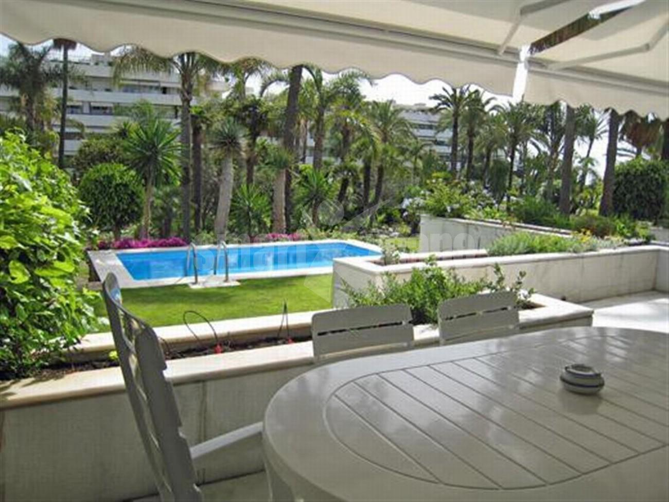 A5591 Frontline beach apartment Puerto Banus 10 (Large)